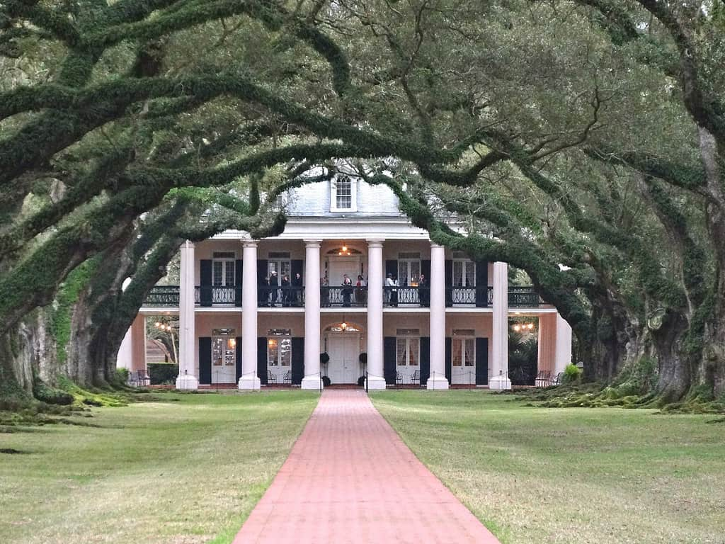 Antebellum south plantation the image for Antebellum homes
