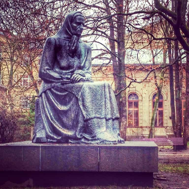 statue-of-julija-zemaite