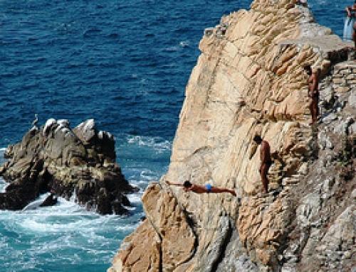 The cliff divers at La Quebrada
