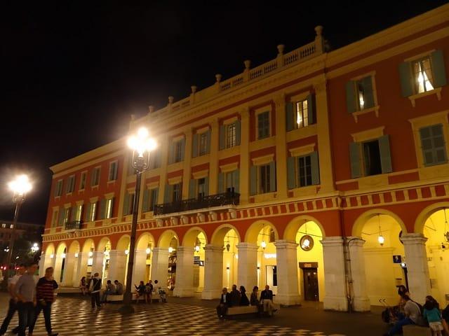 Rød bygning Vieux Nice