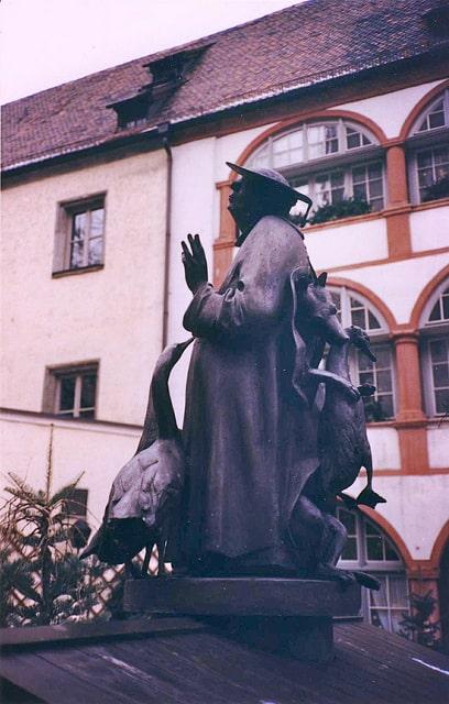 Regensburg statue