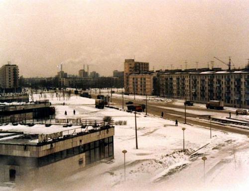 Silent retro Sunday: A street in Leningrad, 1984