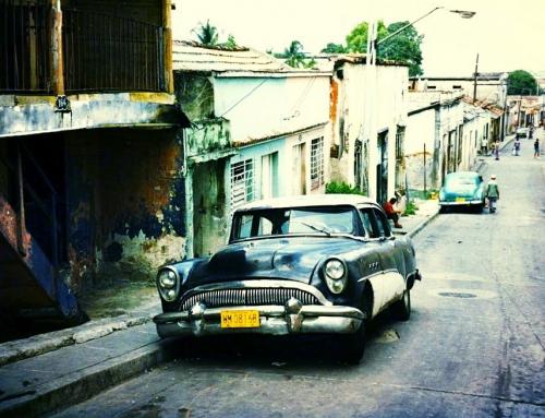 Silent retro Sunday: Santiago de Cuba street scene, 1996