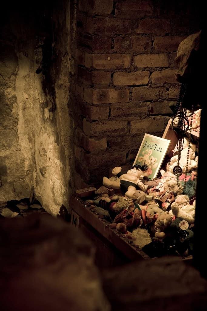 Annie's Shrine 17th Century House (2)