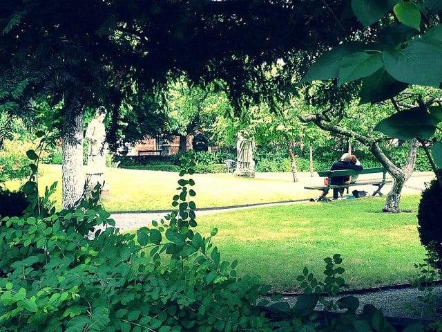 Antwerp pictures: Beguinage garden.