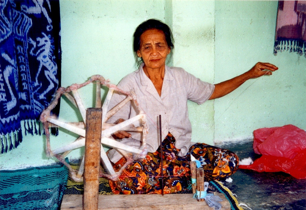 Woman weaving Lombok